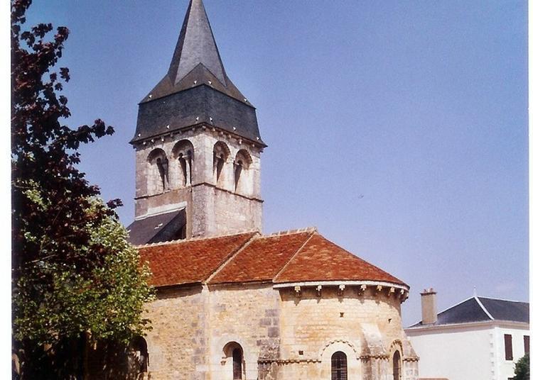 L'église Romane Raconte Son Histoire à Neuvy Pailloux