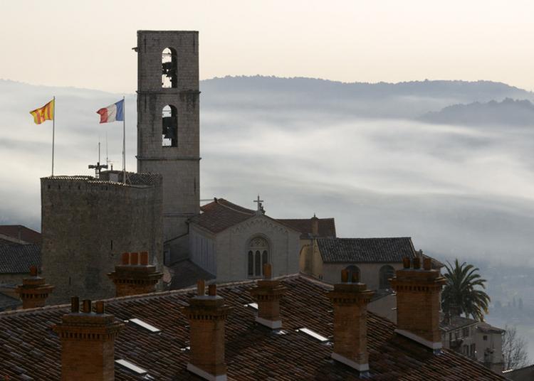 L'hôtel De Ville Et La Cathédrale à Grasse