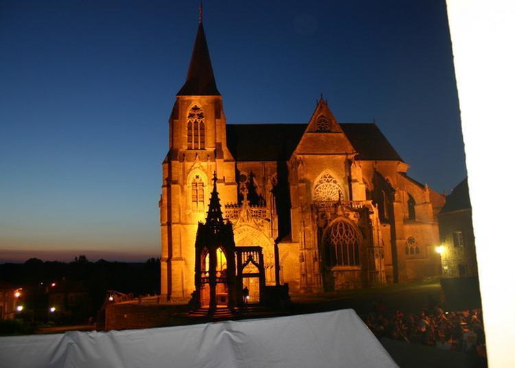 La Basilique Notre-dame De Nuit à Avioth