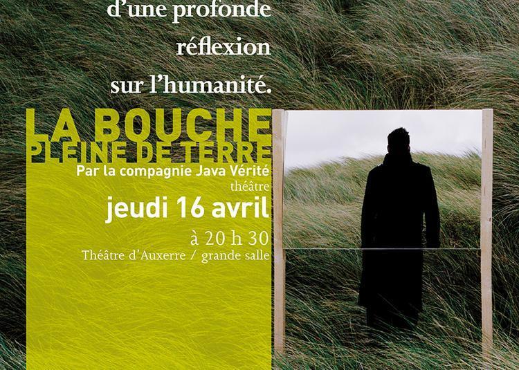La bouche pleine de terre à Auxerre