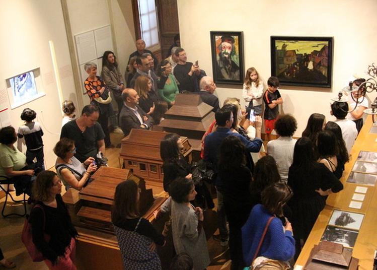 La Classe, L'oeuvre Les Petits Théâtres De Chagall à Paris 4ème