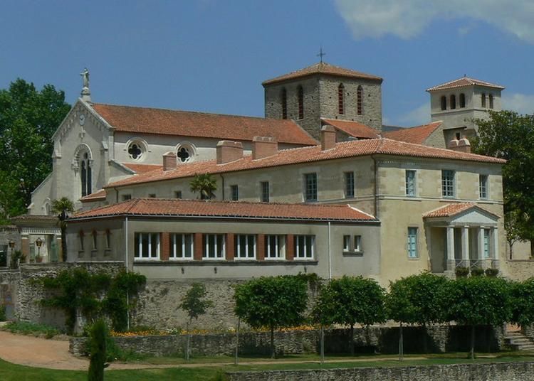 La Garenne Valentin Et L'eglise De La Trinité à Clisson