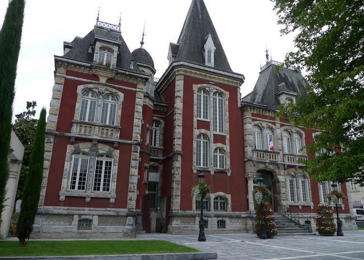 La Mairie, Coeur De La Démocratie Locale à Lourdes