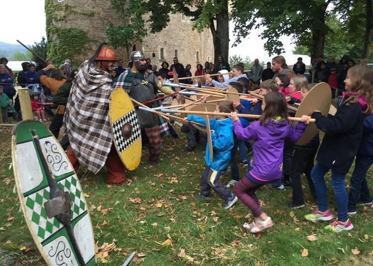 La Troupe Gauloise De La Lance Arverne Et La Légion Romaine Vi Ferrata Plantent Leurs Campements Dans Le Parc Du Château. à Montrozier