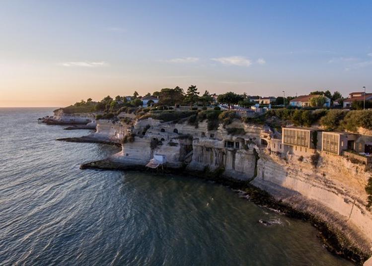 La Vie Dans Des Falaises De Calcaire : Découverte De L'habitat Troglodytique à Meschers sur Gironde