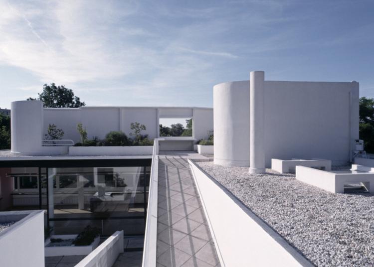 La Villa Savoye, Un Patrimoine Qui  S'apprécie Dès Le Jardin à Poissy
