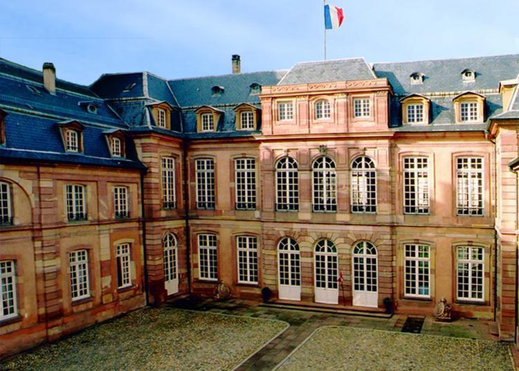 Laissez-vous Guider Au Coeur De Ce Bâtiment Militaire à L'histoire Intrigante... à Strasbourg