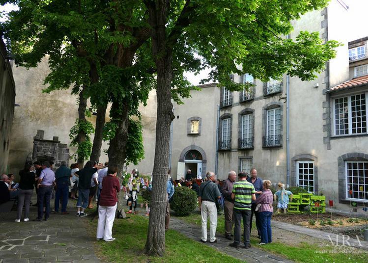 « L'auvergne En Fleurs, Création De Livres-accordéons » à Riom