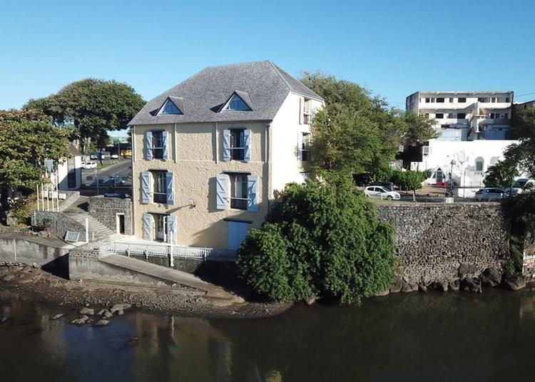 « Prenez De La Hauteur Sur La Rivière D'abord à Saint Pierre