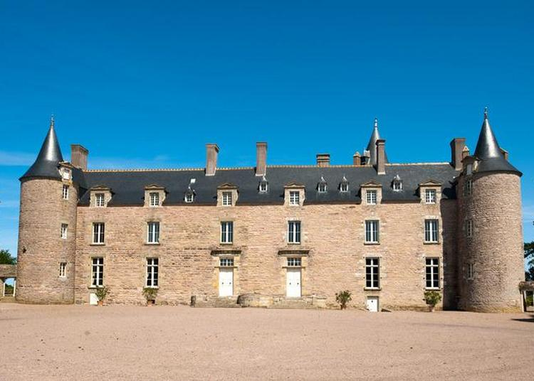 Le Château De Bienassis Vous Offre Un Aperçu De La Vie De Château Du Xvème Siècle À Aujourd'hui. à Erquy