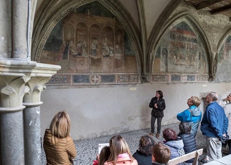 Le Cloître Et Ses Peintures Murales De L'abbaye D'abondance. à Abondance
