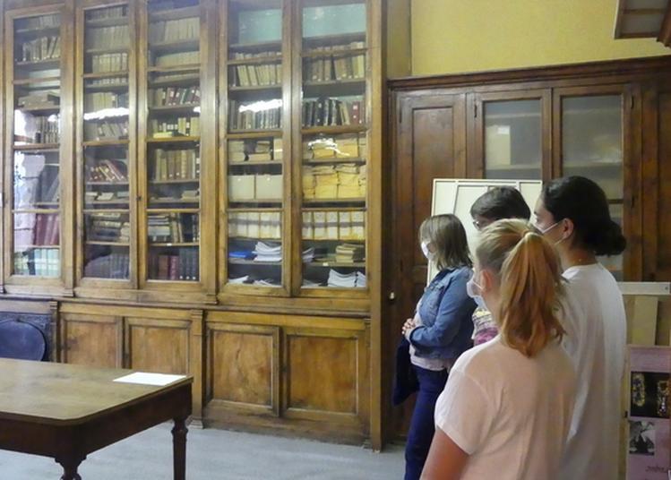 Le Collège Victor De Laprade, Un Bâtiment Historique à Montbrison