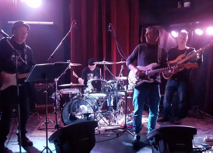 Le Groupe Les Gaston's Et Le Groupe Deaf Dogs En Concert Devant Le Studio De Meuse Fm à Bar le Duc
