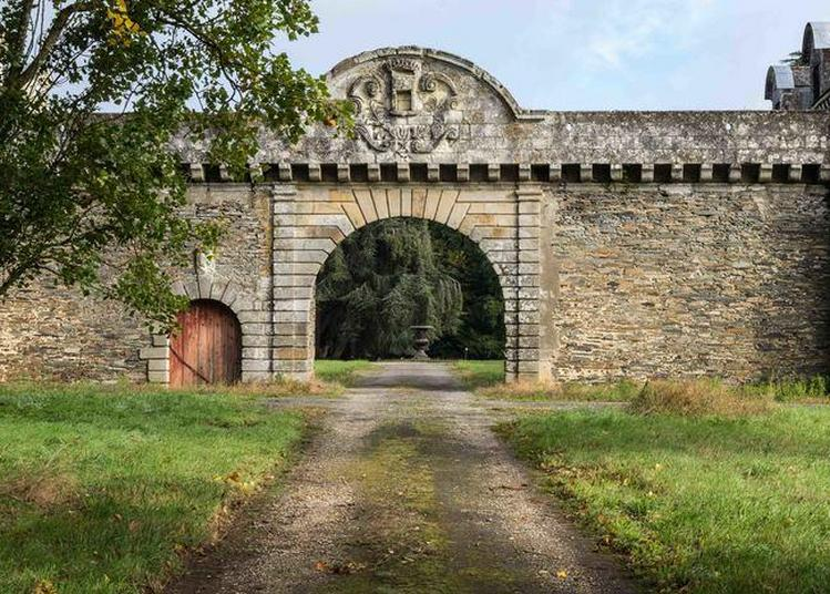 Le Jardin Et Dépendances Du Château De La Touche à Nozay