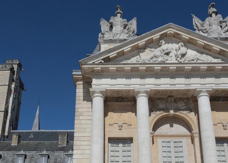 Le Palais Des Ducs Et Des États De Bourgogne Vu De L'extérieur ! à Dijon