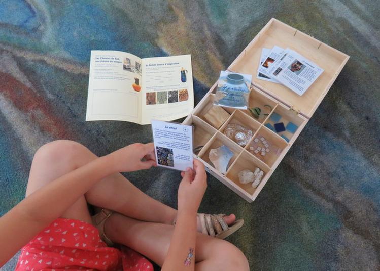 Le Petit Guide Et La Mallette Les Chemins De La Création Pour Une Découverte Ludique De L'exposition Les Chemins Du Sud. à Serignan