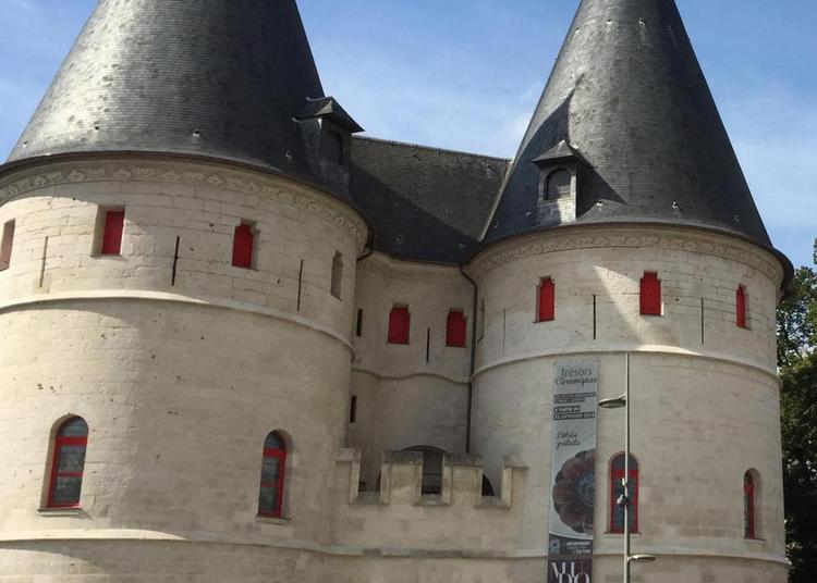 Le rendez-vous du midi / Le châtelet d'entrée du MUDO à Beauvais