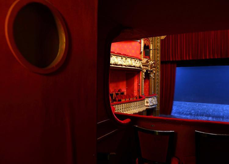 Le Théâtre Piccolo, De L'entrée Des Artistes Aux Espaces Dévolus Au Public à Chalon sur Saone