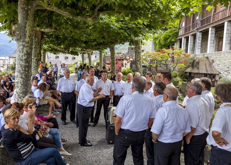 Les Chanteurs Gascons En Déambulation à Lourdes