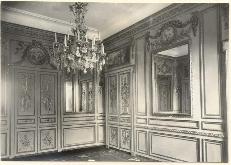Les Divertissements Dans Un Salon De Grasse Sous Le Premier Empire.