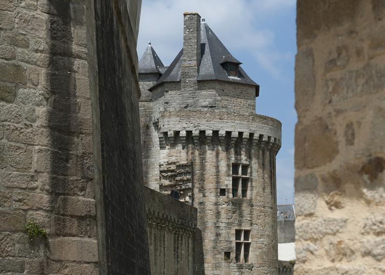 Les Interdits Des Fortifications. De Portes En Tours ... à Vannes