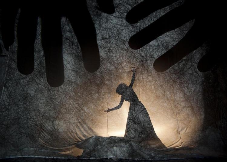 Les mains de Camille à Dinan