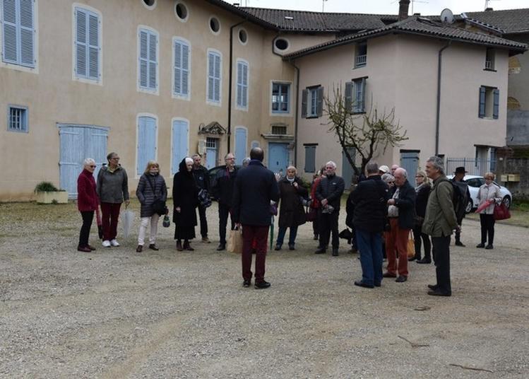 Les Places Historiques Et Les Maisons Canoniales à Neuville les Dames