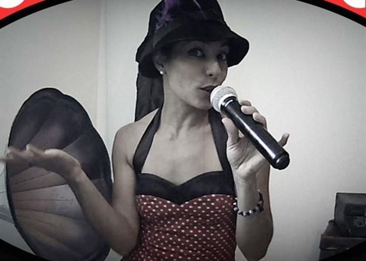 Lilly Mars Dans Version Rétro à Nimes