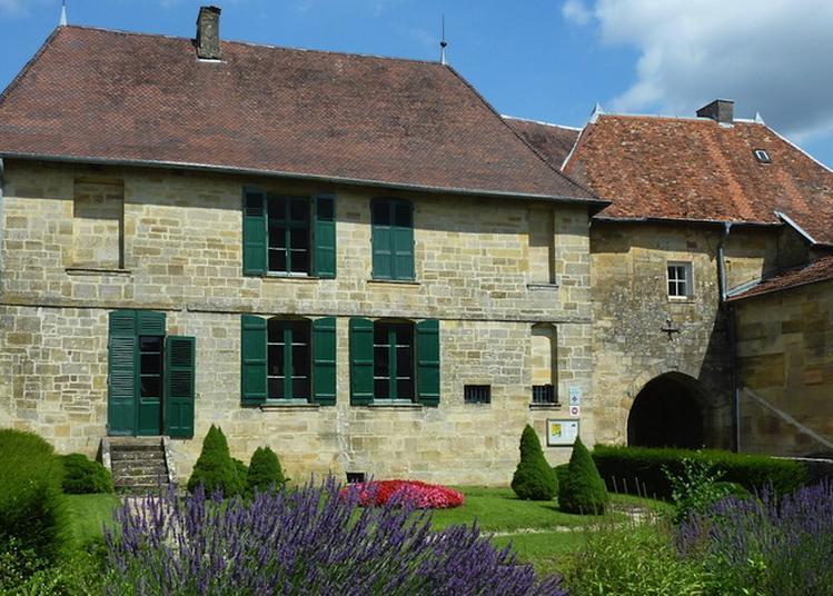 Logis Seigneurial De L'ancien Château à Lisle en Rigault