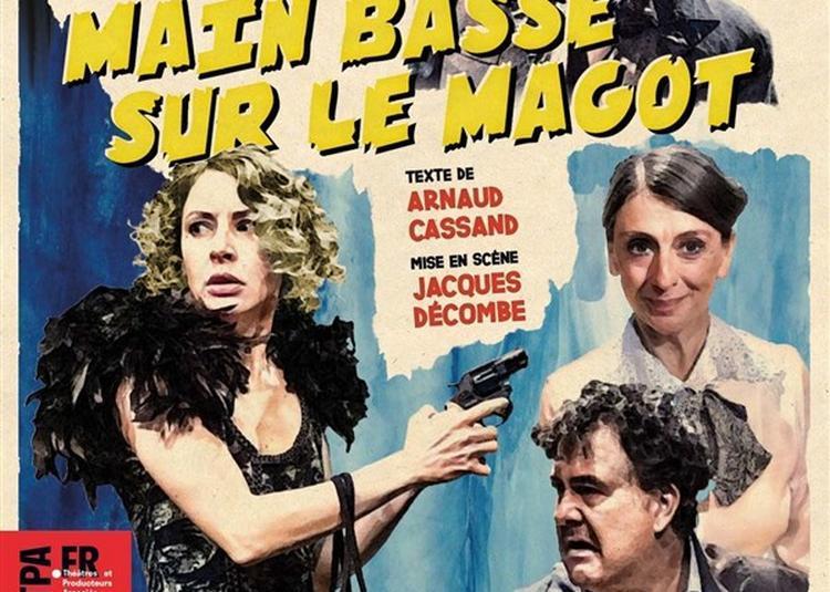 Main Basse Sur Le Magot à Paris 18ème