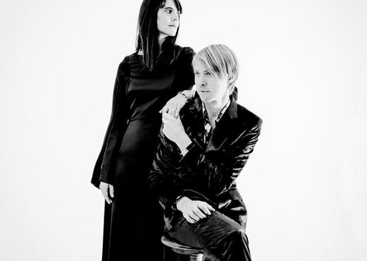 Marie Modiano Et Peter Von Poehl à Paris 4ème