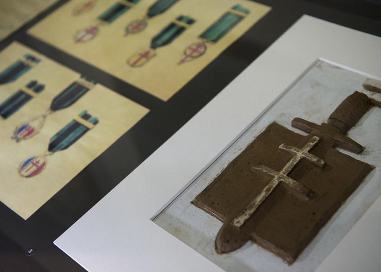 Médailles, Insignes Et Drapeaux à Paris 7ème