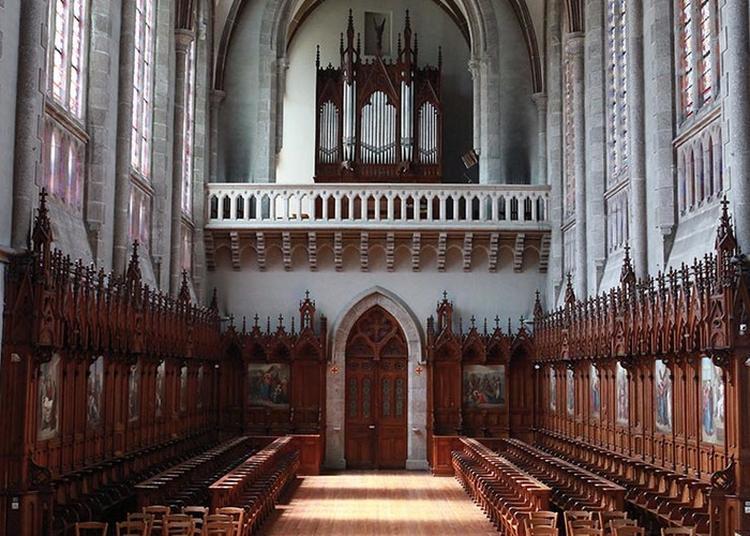 Messe À La Chapelle Du Bon Sauveur à Begard
