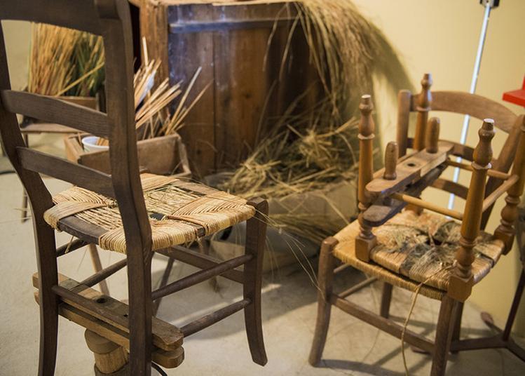 Musée Des Chaisiers Et Pailleuses à Rancy
