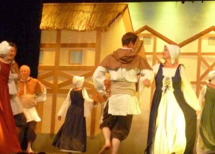 Musiques Et  Danses Traditionnelles Du Dauphiné Avec Un Groupe Folklorique En Costumes à Saint Andre en Royans