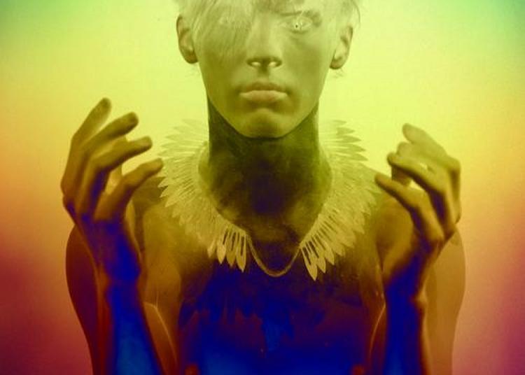 Nahasdzaan in the glittering world. Thierry Pécou, Sylvain Wavrant et le collectif Nos années sauvages - Opéra navajo dédié à la Terre-Mère. à Grenoble