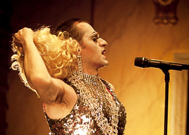 Olivier Py chante les premiers adieux de miss Knife à Portes les Valence