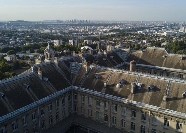 Ouverture Du Parc Et Du Hall Du Château Avec Découverte De L'exposition à Meudon