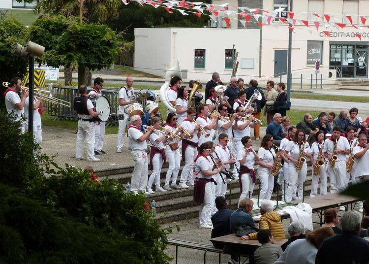 Orchestre Montois et les Sans Soucis à Luxey