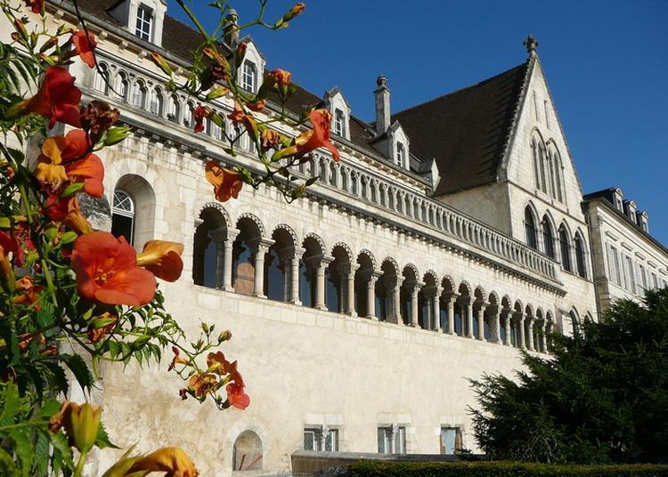 Palais Épiscopal D'auxerre à Auxerre