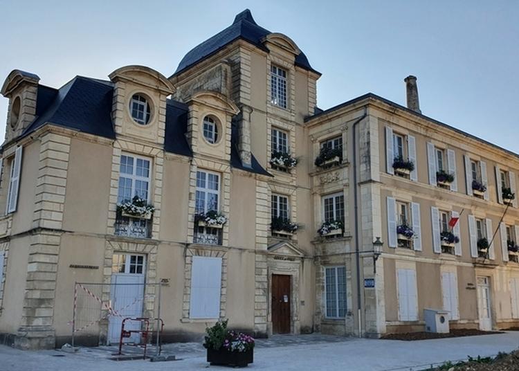 Pied Foulard, Entrez Dans L'histoire D'un Hôtel Particulier Devenu Hôtel De Ville à Saint Maixent l'Ecole