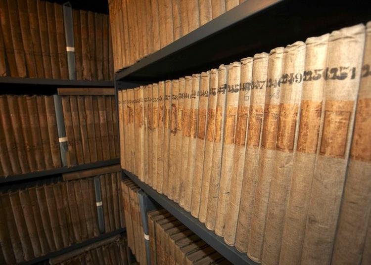 Plongée Au Coeur Des Archives à Auxerre