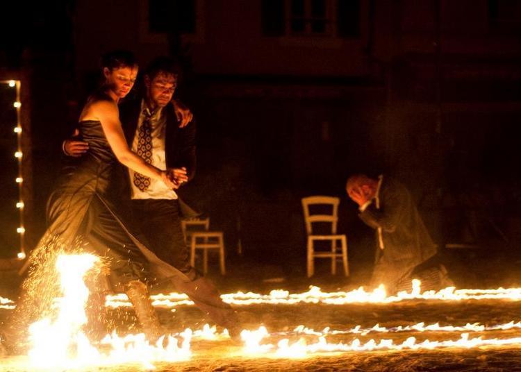 Polar Ou La Stupéfiante Histoire D'un Tango Enflammé  Arts De La Rue / Pyrotechnie Par La Compagnie Bilbobasso (25) à Mont saint Aignan