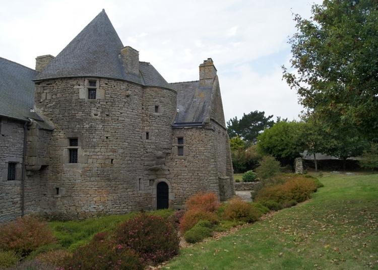 Portes Ouvertes Des Extérieurs Du Manoir De Kerenneur, Jardin Et Cour. à Plourin