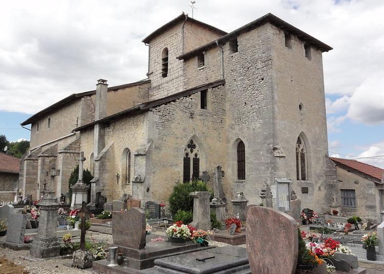 Poussez La Porte De Cette Église Fortifiée à Longeaux