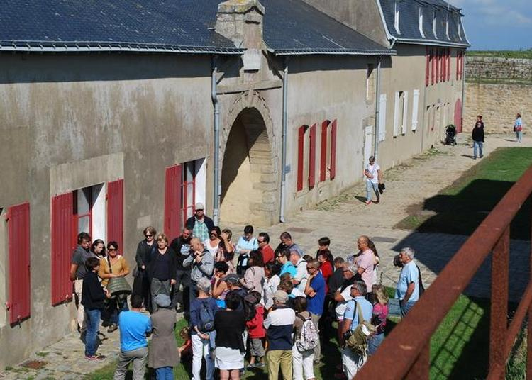 Présence Des Bénévoles De La Snsm / Rencontre Et Démonstration. à Port Louis