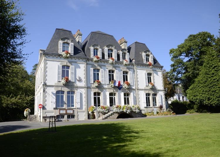 Présentation De L'hôtel De Ville, Son Bunker Et De La Collection Municipale D'oeuvres D'art à Quimperle