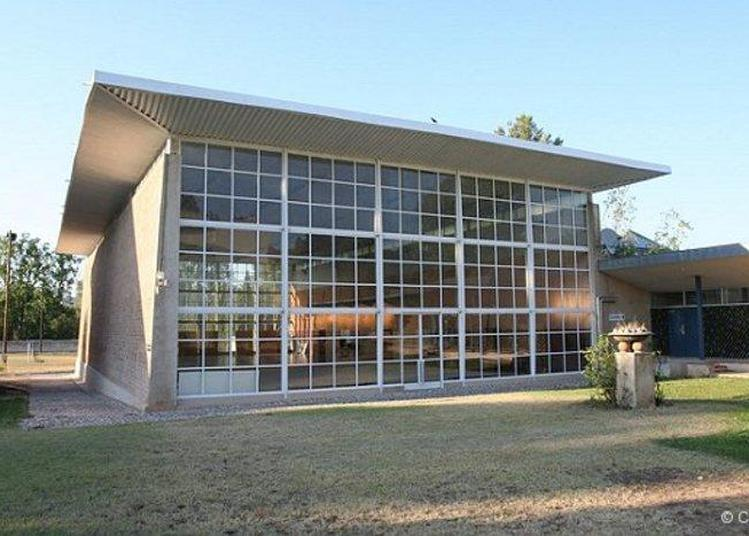 Présentation De L'oeuvre De L'architecte Fernand Pouillon à Travers Le Gymnase Du Creps. à Aix en Provence