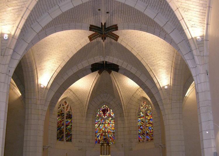Présentation De Vêtements Et D'objets Religieux à Saint Cyr sur Loire