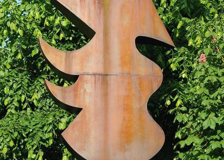 Présentation Guidée Du Patrimoine Du Lycée La Sculpture Du Minotaure à Auxerre